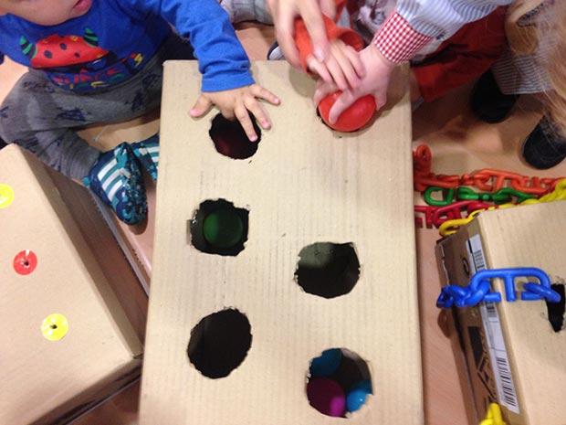 Desarrollo cognitivo con cajas de cartón