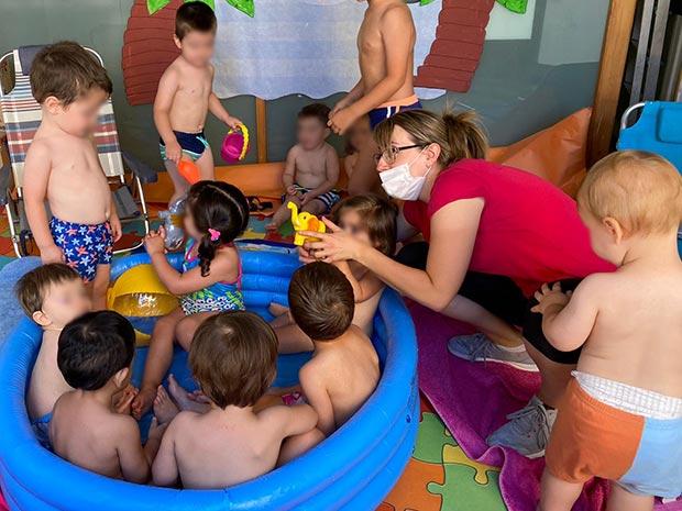 Todos en la piscina